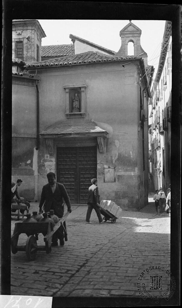Azacanes. Iglesia y Plazuela de San Nicolás en 1933. Fotografía de Gonzalo de Reparaz Ruiz. © Institut Cartogràfic de Catalunya