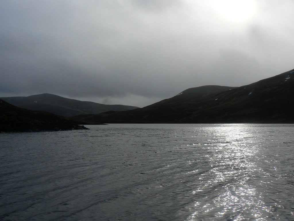 Winter sunshine on Loch Builg