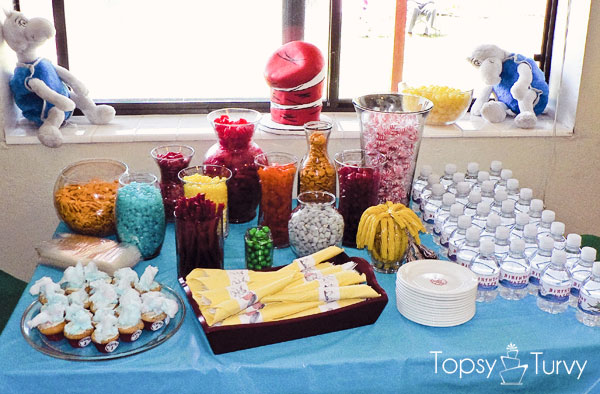 seuss-cat-hat-birthday-party-food-table