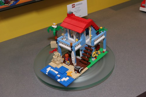 Toy Fair 2012 - Creator - 7346 Seaside House - 02
