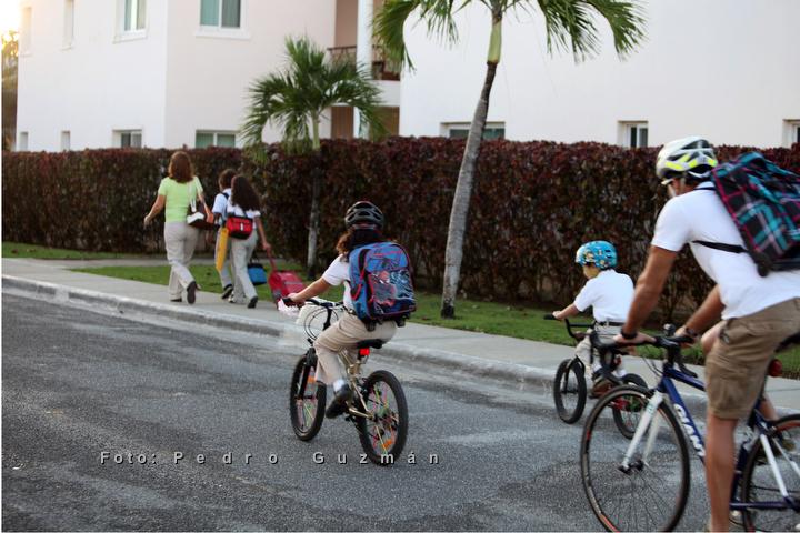 Día de caminata y bici al colegio. Puntacana Village