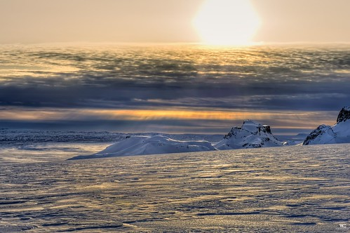 sunset sky sun white mountain snow black ice nature clouds montagne landscape soleil iceland nikon noir natural coucher glacier ciel land neige rays nikkor nuages paysage blanc hdr glace rayons islande 2470mm naturel 9xp cryosphere d700 9raw
