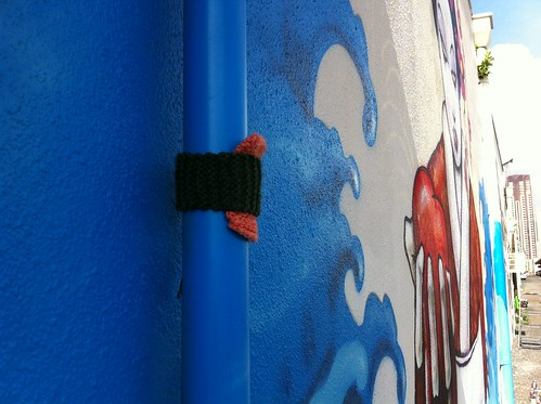 Knit bomber adds to Pow Wow Hawaii 2012 street art