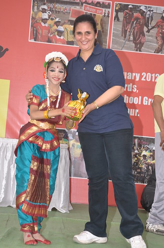 Tauby giving prize to specially abled Shayari for her beautiful Ganesh Vandana Dance