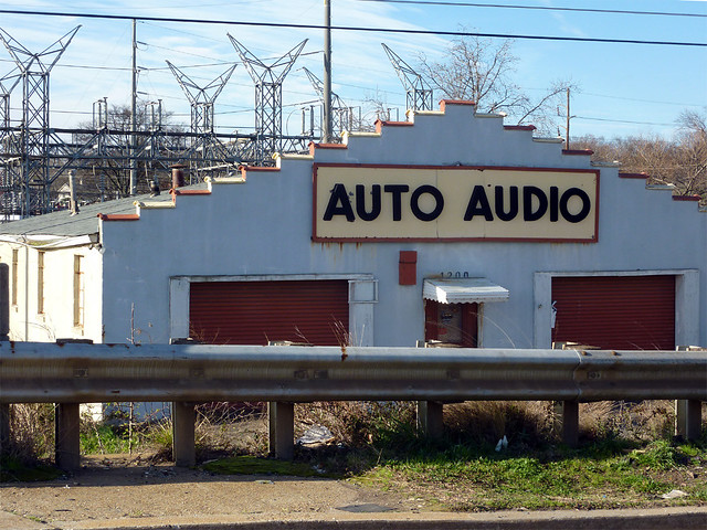 P1050027-2012-02-25--Airport-Drive-Auto-Audio-Central-Ave-Hapeville-detail