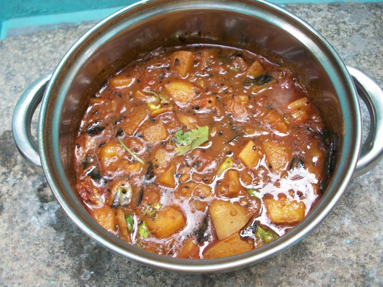 Gujarati aloo tamatar no onionno garlic batata nu shaak gujarati aloo tamatar no onionno garlic batata nu shaak potatoes cooked in a spicy tomato sauce gujarati breakfast thali forumfinder Choice Image