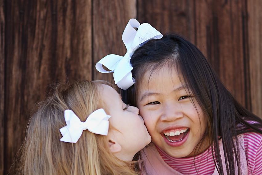 sisters kiss blog