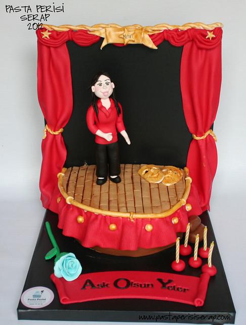Tiyatro sahnesi pastası