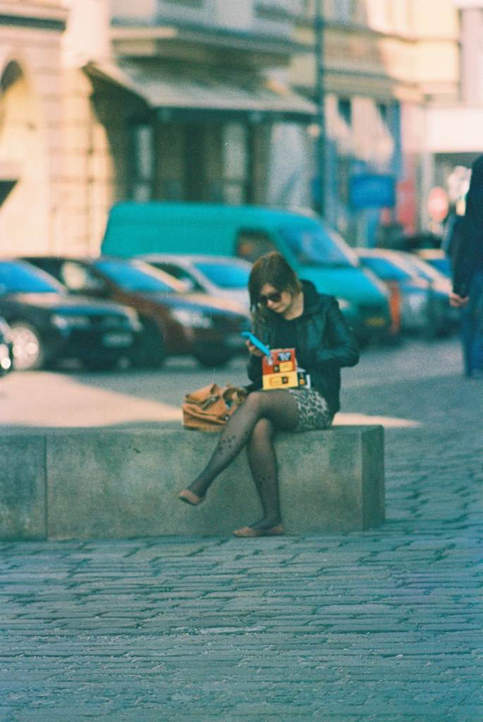 Praktica MTL 5 + Pentacon Electric 4/200 MC - Young Woman at Jacob's Square