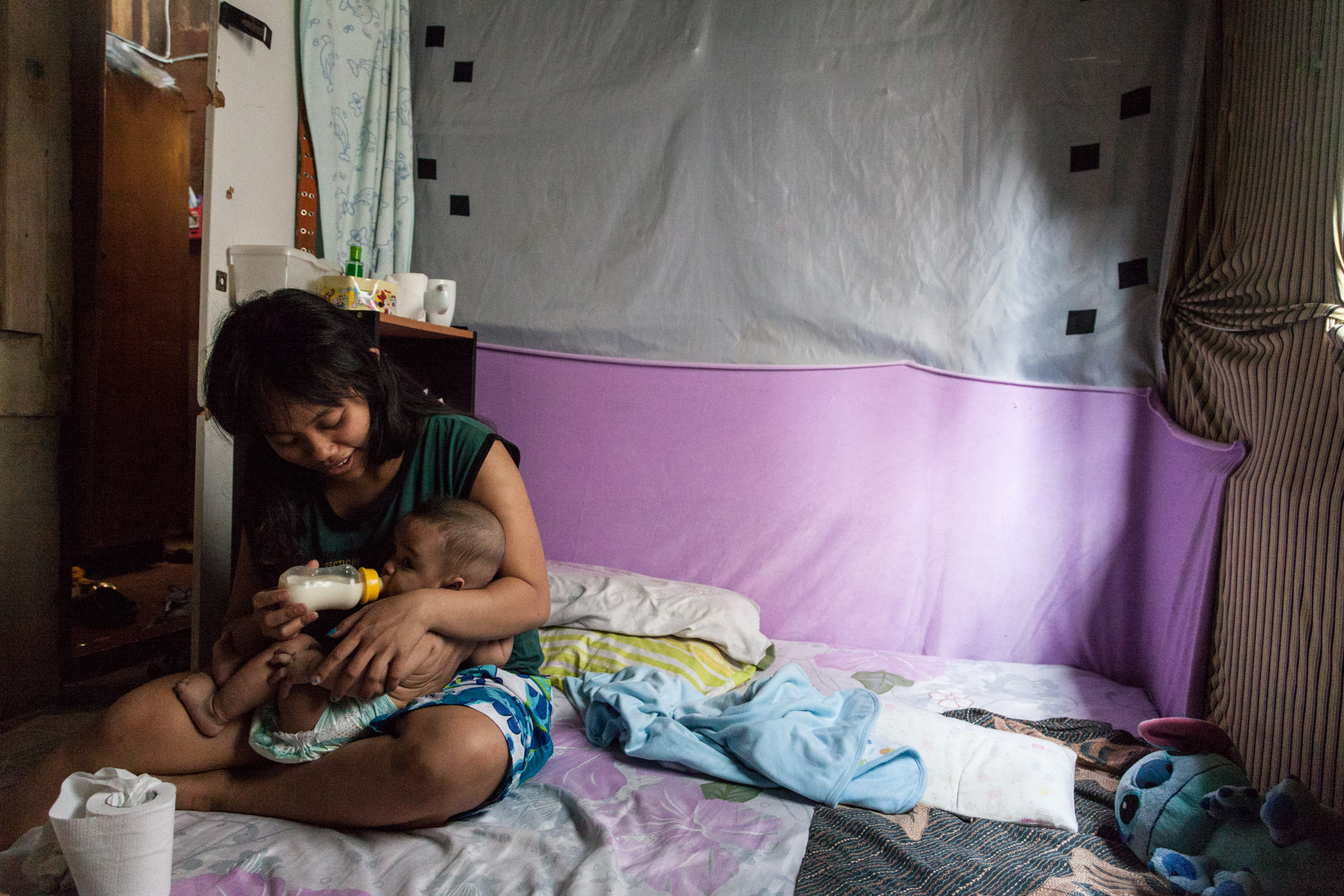 物價飆升,難民用自己的津貼補貼奶粉錢給予小朋友最好