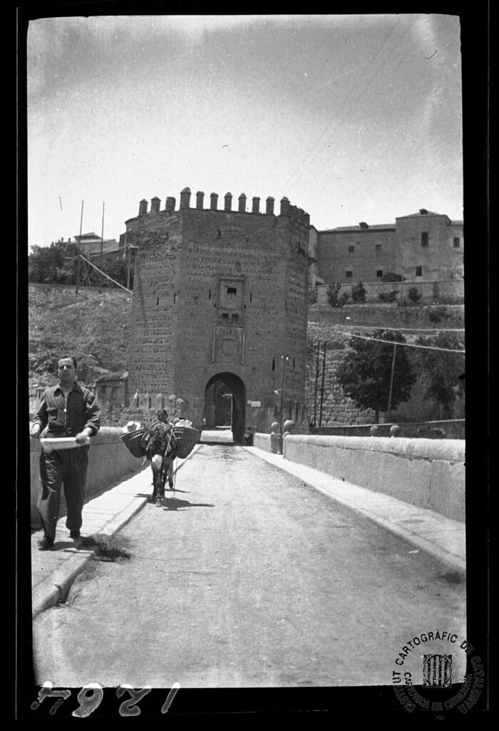 Puente de Alcántara en 1933. Fotografía de Gonzalo de Reparaz Ruiz. © Institut Cartogràfic de Catalunya