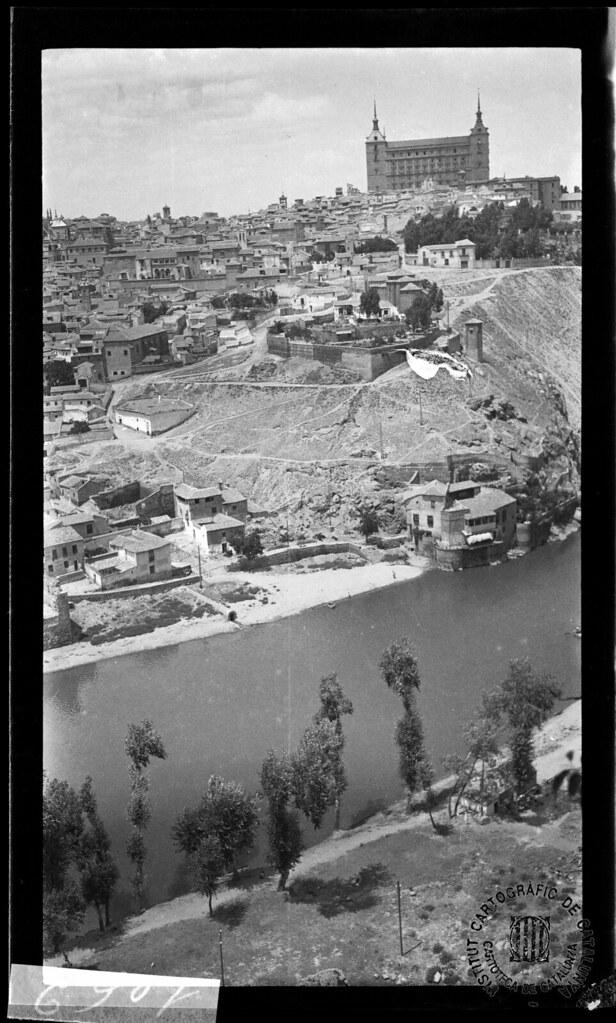 Orillas del Tajo y vista de Toledo en 1933. Fotografía de Gonzalo de Reparaz Ruiz. © Institut Cartogràfic de Catalunya