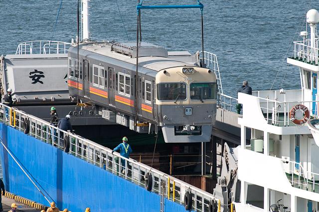 伊予鉄道3000系 3009F・3010F 横浜港大黒ふ頭で船積み 3309