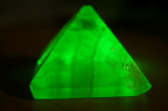 yellow(0.0), aqua(0.0), triangle(0.0), jewellery(0.0), gemstone(0.0), light(1.0), macro photography(1.0), green(1.0), emerald(1.0), crystal(1.0),