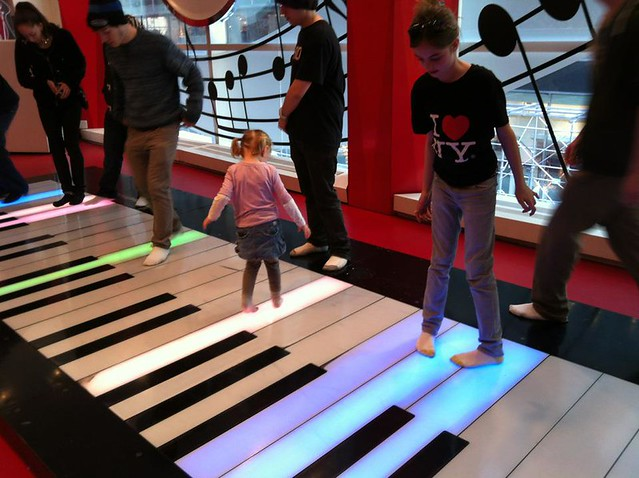 iPhone NYC - Piano at FAO Schwartz