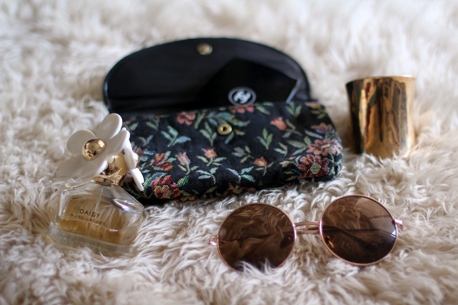 Tarte Vintage Floral Lookbook: Tapestry wallet clutch