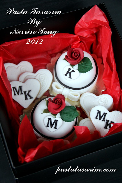 VALENTINE DAY CUPCAKES & COOKIES