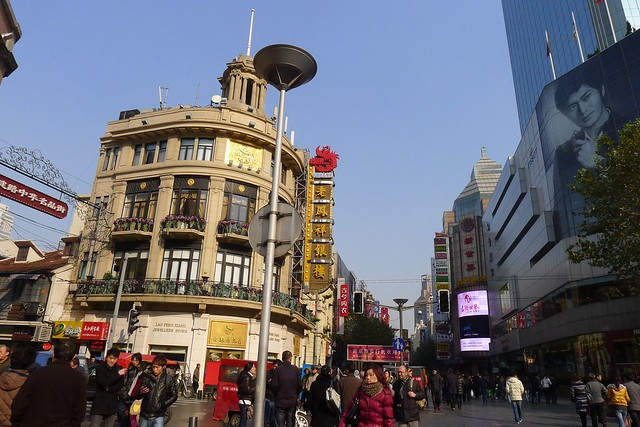 Shanghai: Brunch Food & East Nanjing Road During Daylight