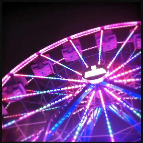 The ferris wheel at Place des festival