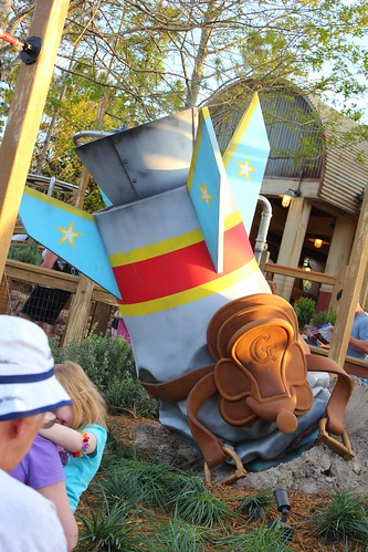 The Barnstormer queue rocket - Storybook Circus