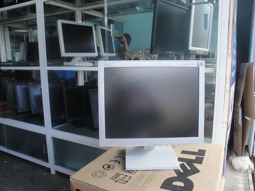LCD nhiều loại, hàng chất lượng, giá siêu rẻ 6995434128_3b2ba8bc7a
