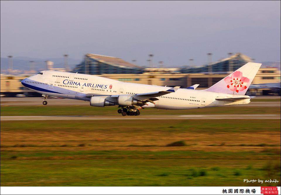 中華航空B-18215客機005