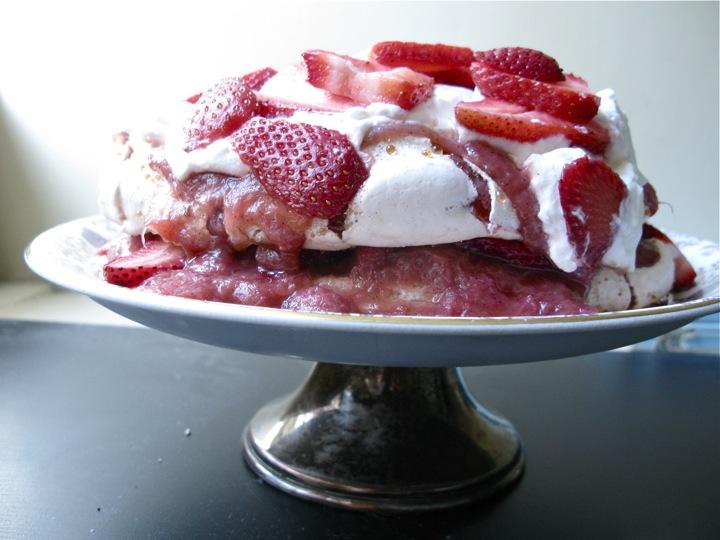 rose rhubarb pavlova 001