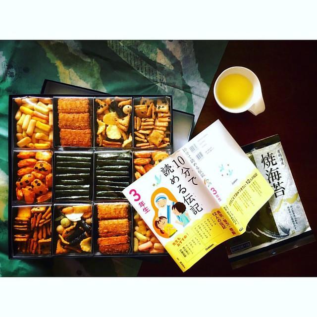 田上拡志さん、おみやげを ありがとうございました!#orangemarcus #オレンジマーカス #iam_orangemarcus #food #foodie #foodphotography #foodlover #foodstyling #foodpic #iphonegraphy #iphoneonly #iphonephotography #おみやげ #お土産 #和食 #washoku #snack #japanesesnack #osenbei #おせんべい #senbei #せんべい
