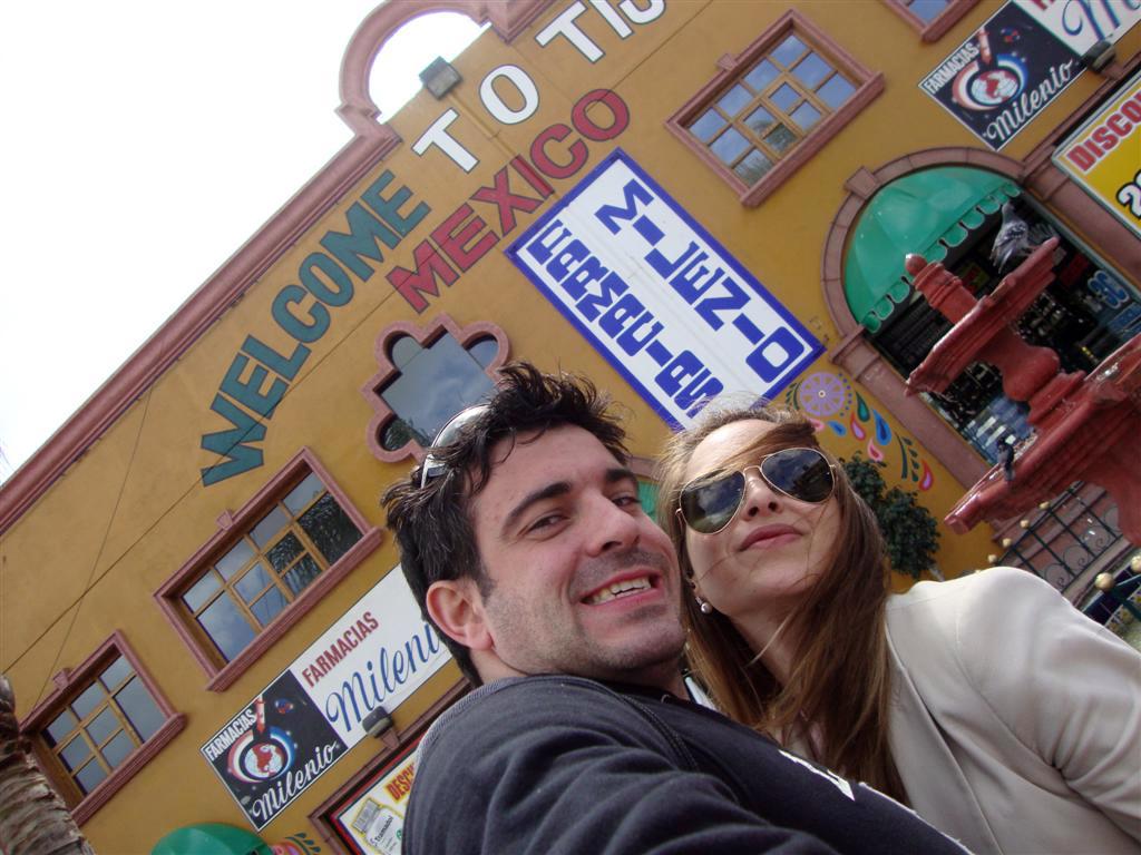 """Entrada a Tijuana, primer edificio visible tijuana - 6786120340 07cb04bd70 o - Tijuana, La ciudad frontera con """"otro mundo"""""""