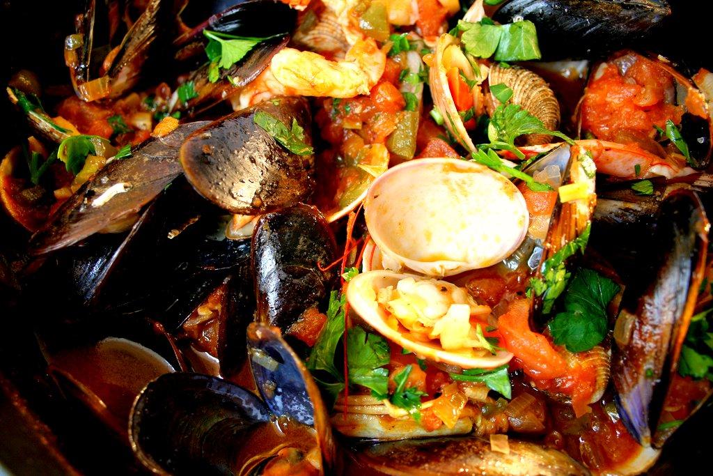 Λινγκουίνι με φρέσκα θαλασσινά, seafood pasta