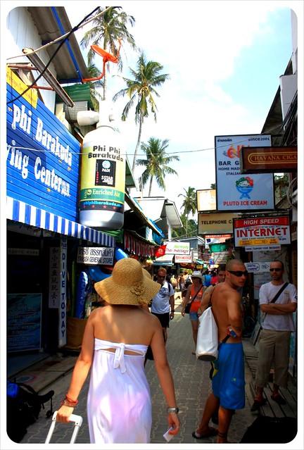 koh phi phi tourist street