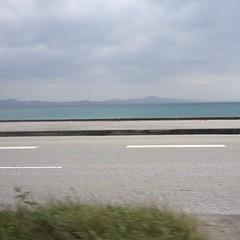 曇りでも青い海