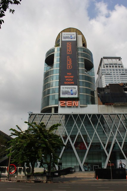 Bangkok: Walking Along Central World Area & Platinum Mall