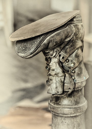 Old boot av keith ellwood, Flickr