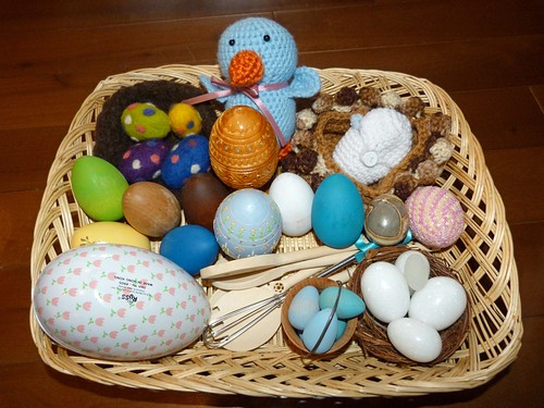 Egg-Themed Sensory Tray (Photo from Homeschool Mo)