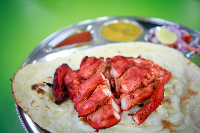 Chicken tandoori with naan bread