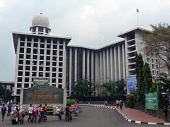 Jakarta – smutný osud Jalan Jaksa a betonová hrůza Istiqlal
