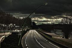 [フリー画像素材] 建築物・町並み, 道路・道, モノクロ, 暗雲, 風景 - スペイン ID:201202241200