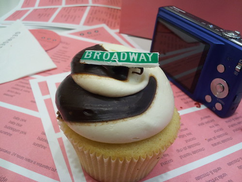 Broadway Black and White Cupcakes