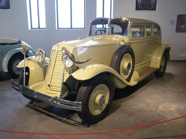 1932 Renault Nervastella [Coachwork inspired by Salvador Dali] (1)