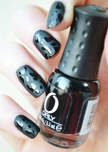 black-leopard-print-nails