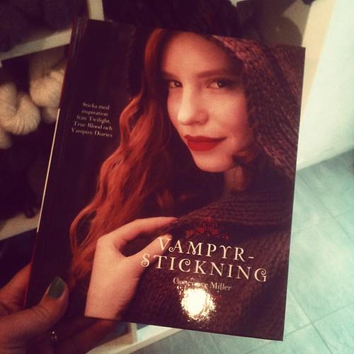 vampire knitting #twitterjunta