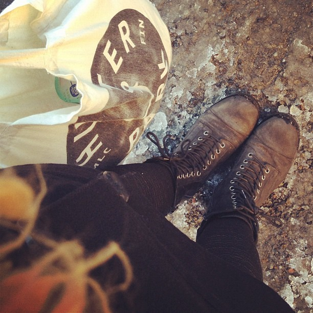 Melkein voisi kevääksi luulla!! #almost #spring #boots #fromwhereimstanding #melodica