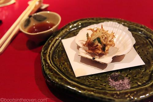 Scallop tempura with onion