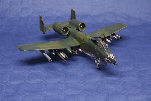 Fairchild A-10 Thunderbolt II   « Warthog »  6994199215_46b2935861_z