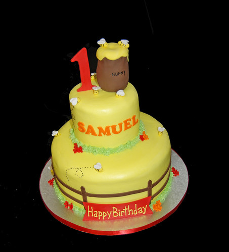 1st birthday bubble bee and honey pot cake for a winnie the pooh celebration