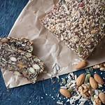 Stenalderbrød af nødder, kerner og frø