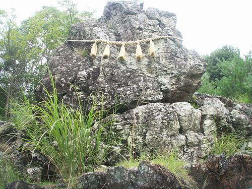 18 貴志川八幡宮 タテリ岩(和歌山県)