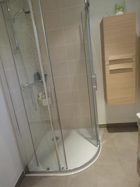 salle de bain beige mosaïque | F. Gargot | Flickr