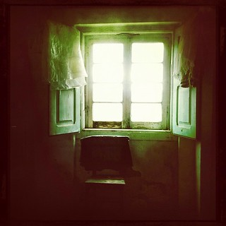 lightOverMemories #iphoneography #rural #decay #oldhouse #portugal